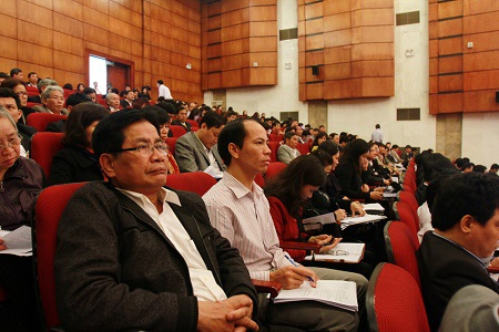 Đông đảo lãnh đạo các trường THPT, Phòng GD-ĐT đến tham dự hội nghị.