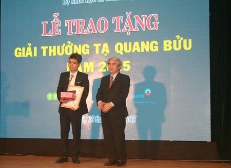 PGS.TSKH Phạm Hoàng Hiệp nhận giải