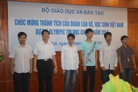 Gương mặt của 6 học sinh đoạt giải Olympic Tin học Châu Á 2015.