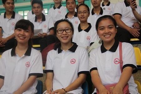 Đông đảo sinh viên, học sinh trường ĐH Sư phạm tham dư buổi lễ phát động
