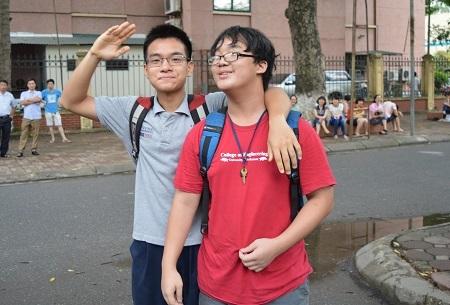 Sự tự tin của đôi bạn khi hoàn thành tốt môn thi cuối.