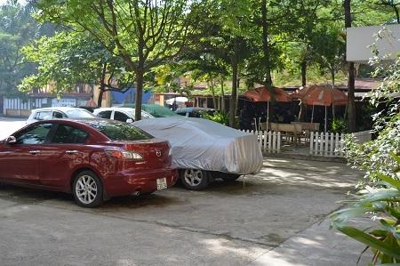 Trong ngày thi, các trường có trông giữ xe ô tô phải quán triệt người gửi di