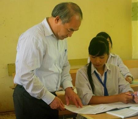 Thứ trưởng Nguyễn Vinh Hiển kiếm tra công tác ôn tập chuẩn bị kì thi THPT