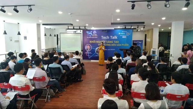 Những buổi giao lưu của BTC, BKG Giải thưởng Nhân tài Đất Việt luôn thu hút được đông đảo mọi người tham gia