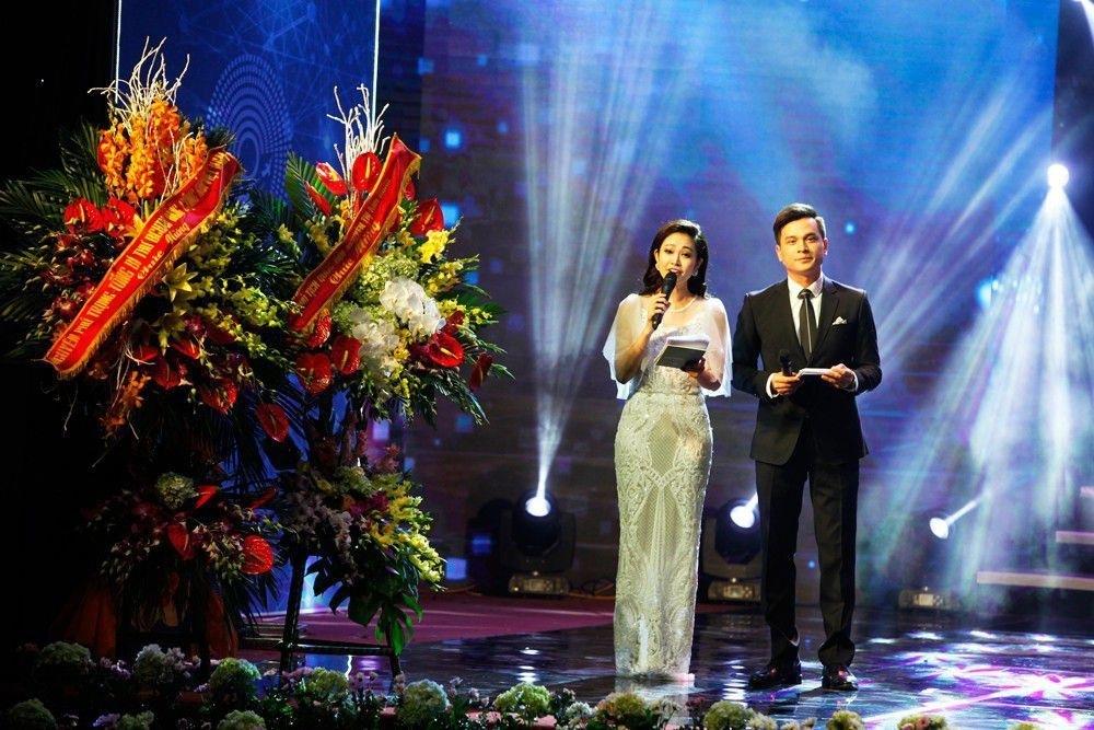 Thủ tướng Nguyễn Xuân Phúc trao giải Nhất Nhân tài Đất Việt 2017 - 13