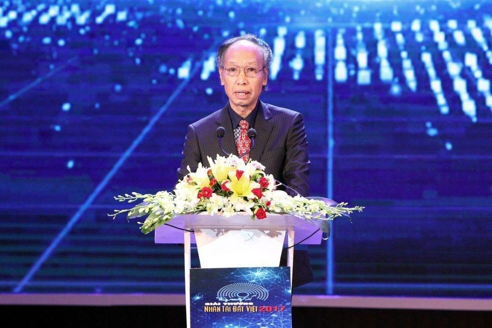 Thủ tướng Nguyễn Xuân Phúc trao giải Nhất Nhân tài Đất Việt 2017 - 11