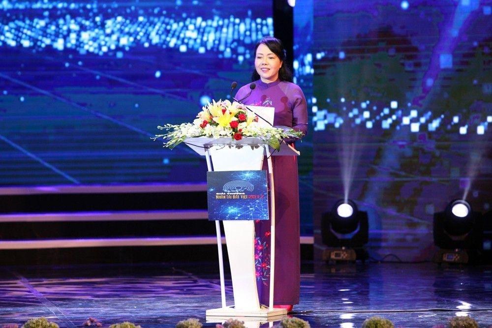 Thủ tướng Nguyễn Xuân Phúc trao giải Nhất Nhân tài Đất Việt 2017 - 10
