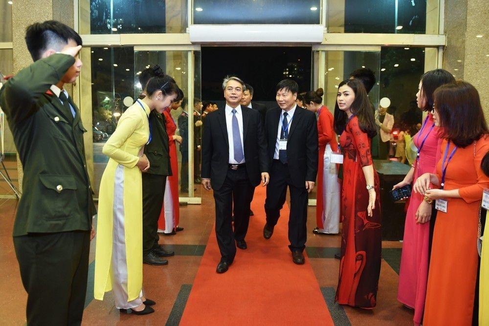 Thủ tướng Nguyễn Xuân Phúc trao giải Nhất Nhân tài Đất Việt 2017 - 27