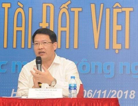 Ông Nguyễn Văn Tấn - Phó Tổng giám đốc Tổng công ty Truyền thông VNPT - Media, Phó trưởng ban Tổ chức Giải thưởng Nhân tài Đất Việt 2018 chia sẻ thông tin với báo giới tại buổi lễ.