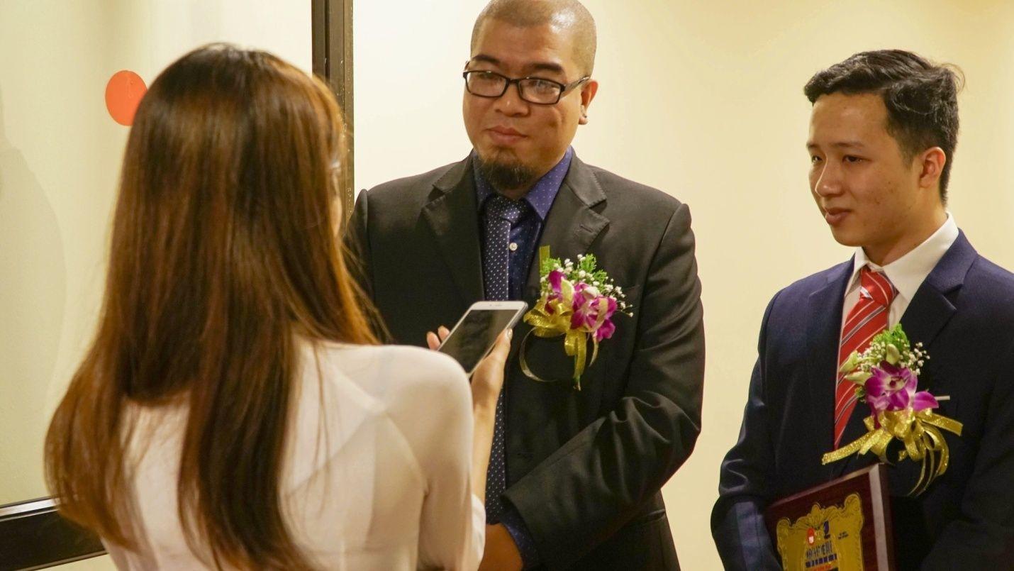 """""""Chúng tôi tự hào là sản phẩm made in Vietnam từ A – Z"""", anh Bùi Quang Huy người đồng sáng lập Magic Book trao đổi với PV Dân trí."""