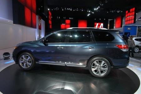 Nissan Pathfinder tạm biệt vẻ nam tính  - 8