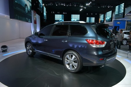 Nissan Pathfinder tạm biệt vẻ nam tính  - 9