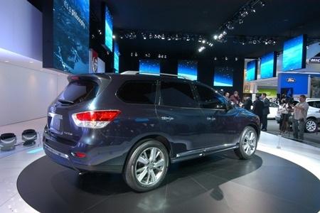 Nissan Pathfinder tạm biệt vẻ nam tính  - 12