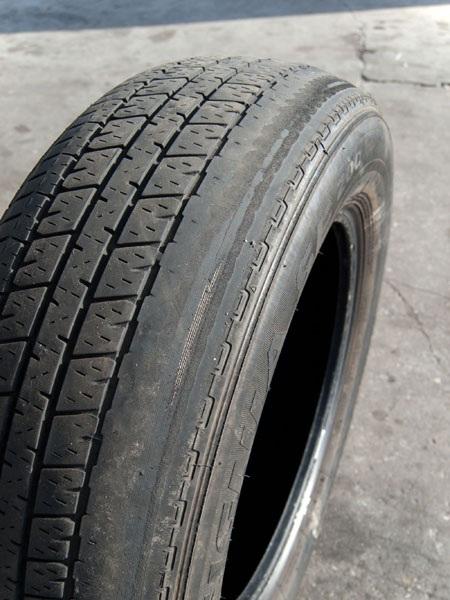 Dấu hiệu nhận biết là một bên lốp xe mòn hơn hẳn