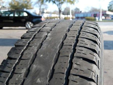 """Bắt """"bệnh"""" trên lốp ô tô"""
