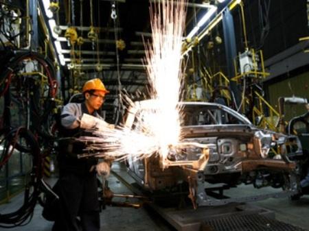 Sản xuất lắp ráp ô tô, xe máy tồn kho lớn