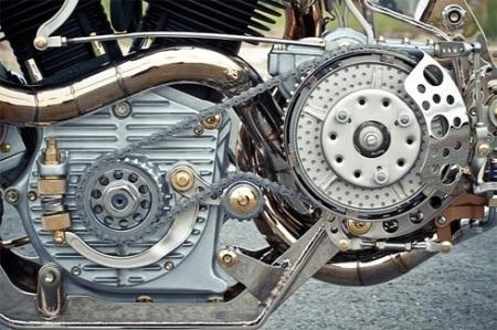 Động cơ và nhiều chi tiết bên ngoài được phủ nikel