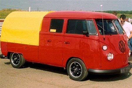 Xe Kombi chính thức được sản xuất từ năm 1950, là mẫu xe thứ hai của Volkswagen, sau Beetle