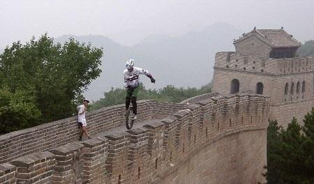 Kris Holm tham gia sự kiện Unicon X ở Vạn lý trường thành (Trung Quốc) năm 2000 - Ảnh: Barcroft