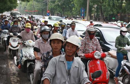 Mô-tô của chủ phương tiện thuộc hộ nghèo được miễn đóng phí đường bộ