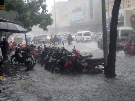 Mưa ngập có thể khiến xe bị hỏng hóc hoặc nhanh xuống cấp nếu không được chăm sóc đúng cách