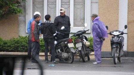 """""""Cò"""" hoạt động tại khu vực Sở GTVT Hà Nội. (Ảnh: Phạm Bằng)"""