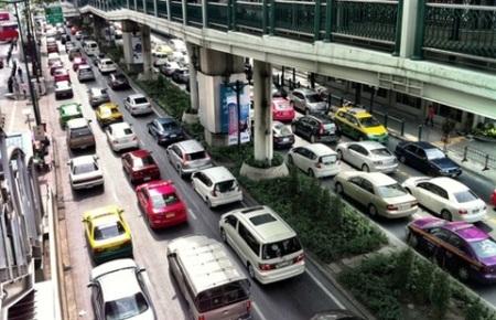 Ô tô ở nhiều nước trong khu vực là mơ ước của Việt Nam