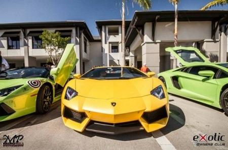 Lamborghini Aventador màu vàng