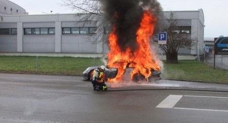 Porsche tuyên bố đã tìm ra nguyên nhân cháy xe 911