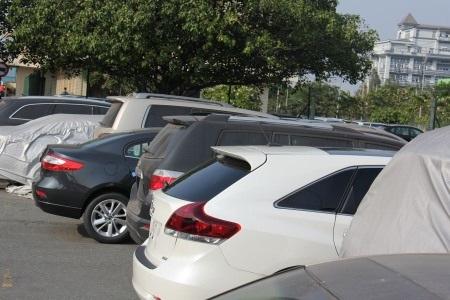 Xe ô tô nhập khẩu của Việt kiều chưa làm thủ tục tại cảng VICT- TP.HCM. (Ảnh: T.Hòa)