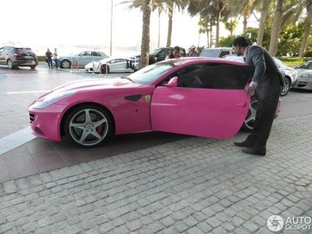 Ferrari FF 'Barbie Edition' màu hồng - màu hiếm được dùng cho siêu xe (Ảnh: Autogespot)