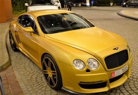 Bentley Continental GT màu vàng nổi bật