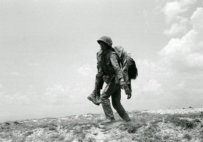 Línhchính quyềnSài Gònmang xác đồng đội ngày 30/4/1972