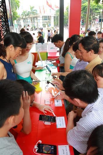 Nhu cầu sử dụng smartphone của người tiêu dùng Việt Nam ngày càng tăng cao.
