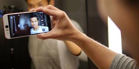 Selfie đã trở thành một trào lưu trong giới trẻ, không chỉ nữ giới mà cánh mày râu cũng yêu thích