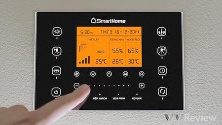 Bảng điều khiển của SmartHome sở hữu thiết kế đẹp, sang trọng