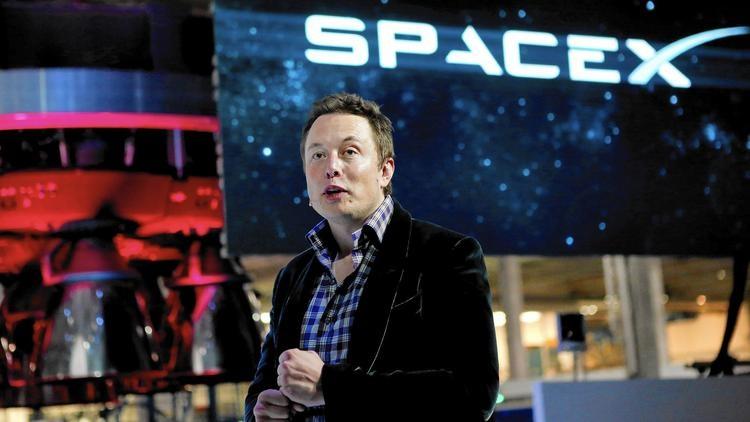 Elon Musk, người sáng lập công ty SpaceX, đồng sáng lập hãng Tesla Motors và PayPal.