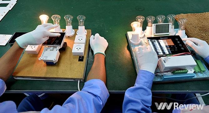 Một phần dây chuyền trong công đoạn hoàn thiện sản phẩm tại nhà máy SmartHome của Bkav.