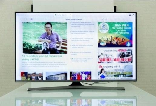 Samsung J5500 với thiết kế hiện đại, khả năng hiển thị ấn tượng trong phân khúc.