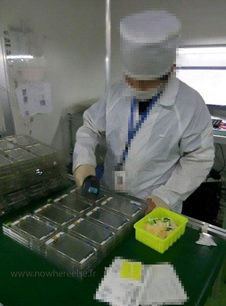 Dây chuyền sản xuất màn hình cho iPhone 6S.