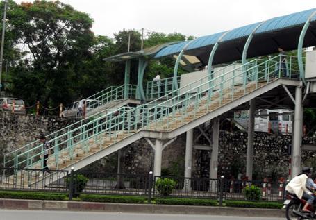 Hà Nội tiếp tục xây cầu vượt bộ hành - 1
