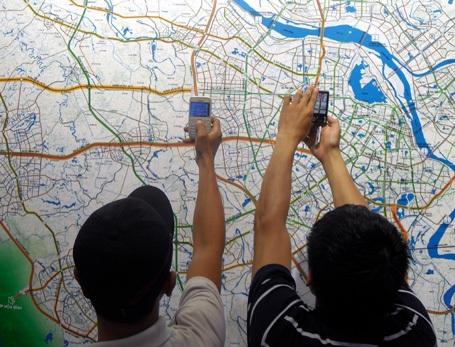 Hàng ngàn người đến xem quy hoạch chung Thủ đô - 9