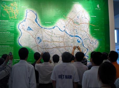 Hàng ngàn người đến xem quy hoạch chung Thủ đô - 15