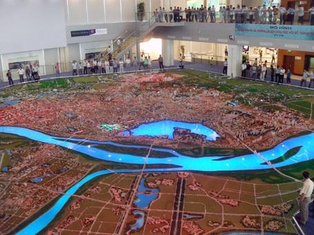 Hàng ngàn người đến xem quy hoạch chung Thủ đô - 1