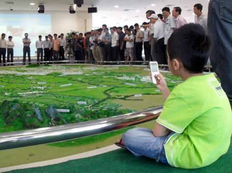 Hàng ngàn người đến xem quy hoạch chung Thủ đô - 11