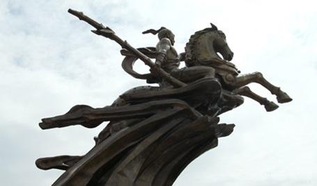 Tượng đài Thánh Gióng chưa hoàn thiện sau 1 năm khánh thành - 1