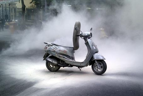 Hà Nội: Xe Attila lại cháy khi đang chạy trên phố - 1