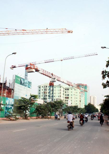 Hà Nội cấm ngặt cần cẩu tháp công trường quá tuổi