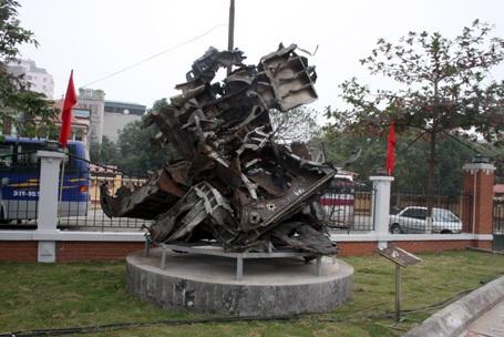 Phần còn lại của chiếc B52 sau 40 năm (tháng 12/1972 - 12/2012)