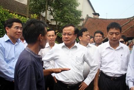 Bí thư Thành ủy Hà Nội về làng cổ Đường Lâm giải quyết những bức xúc của nhân dân